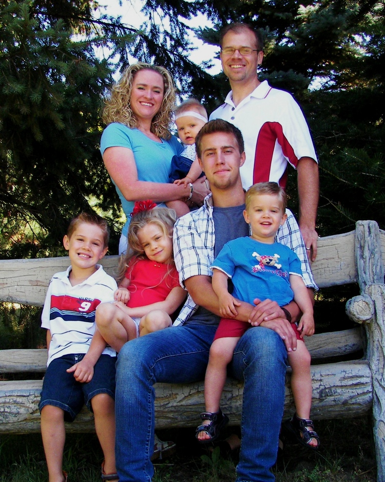 Anderson_family_Bench_8X10_Portrait.jpg